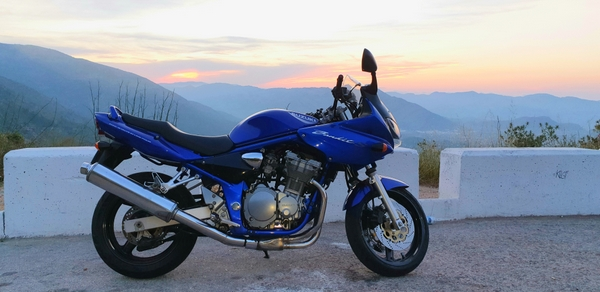 Suzuki Bandit at the view point at the top of Coll de Rates at sunset